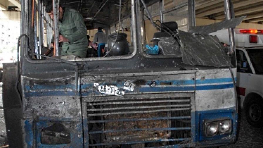 Атентатор взриви полицейски автобус в Дамаск