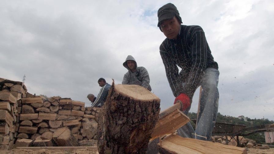 През зимата - очни инциденти заради цепене на дърва