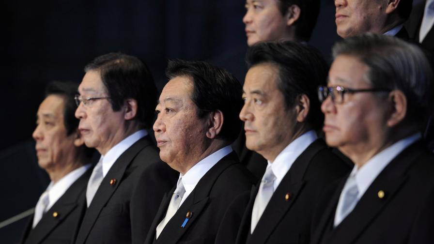 Японският премиер смени пет министри