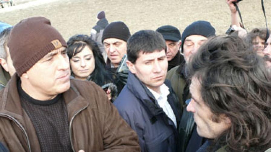 """Бойко Борисов на среща с археолози, заради чиито разкопки близо 2-километра от строежа на АМ """"Хемус"""" край Шумен в момента са замразени"""