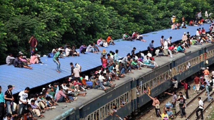 Индонезия: Играта за гратисчиите от влака загрубява