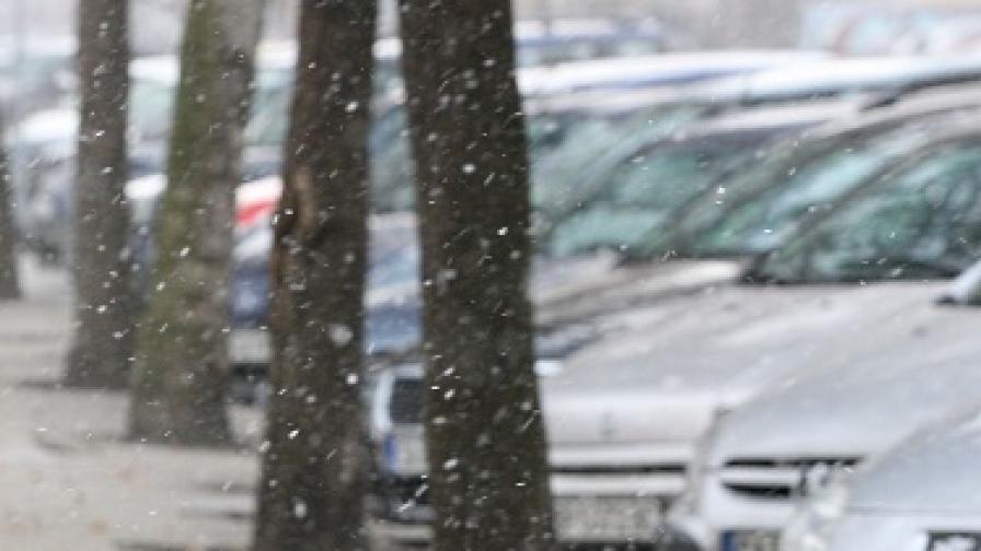 Синоптиците: Дъждът ще преминава в сняг