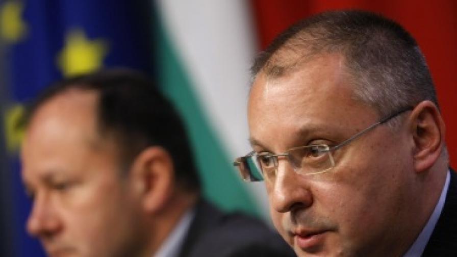 Лидерът на БСП Сергей Станишев и Михаил Миков