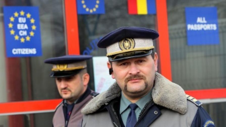 Българин бута крадена кола през границата