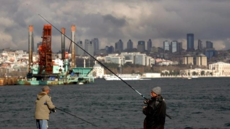 Рибари край турското черноморски крайбрежие