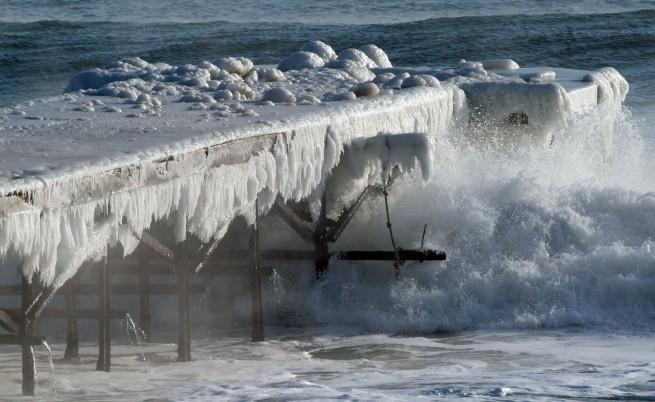 Ледена каша и буци лед се появиха в Каварненския залив
