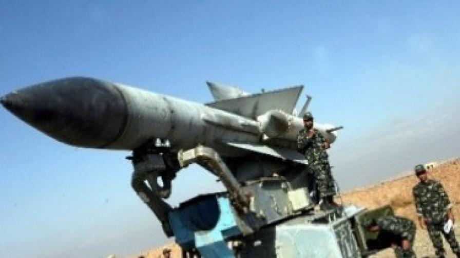 Изпитание на ракети със среден обсег по време на учение на иранската армия