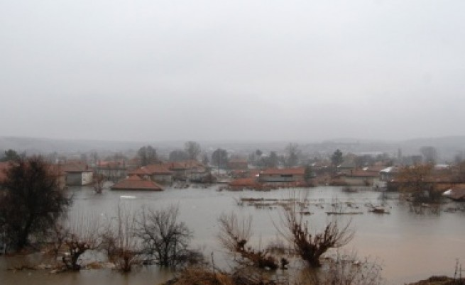Потоп в Хасковско заради скъсана язовирна стена