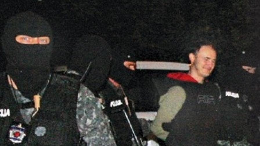 Убиецът Желко Милованович демонстрира отлично настроение, когато бе арестуван на 31 май 2009 г.