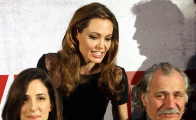 Анджелина Джоли плаче на премиерата в Сараево
