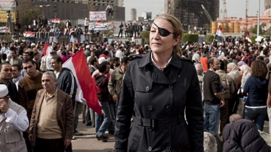 """Мари Колвин на египетския площад """"Тахрир"""", 4 февруари 2011 г."""