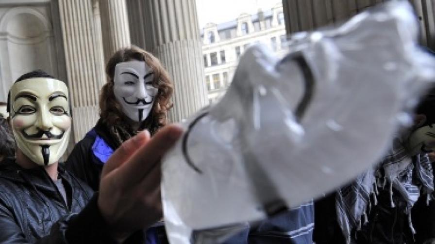 """Интерпол арестува 25 от """"Анонимните"""""""
