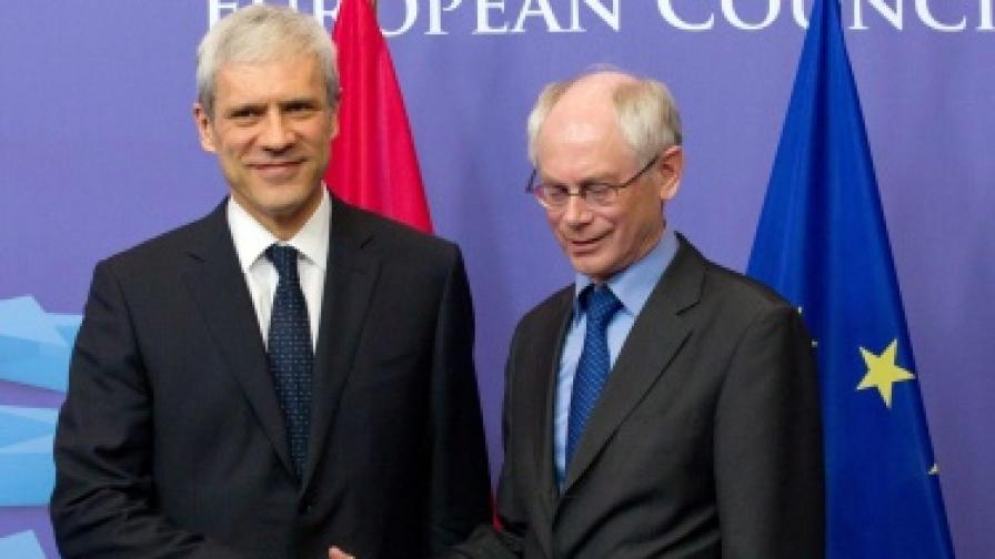 Президентът на Сърбия Борис Тадич с председателят на ЕС Херман ван Ромпой