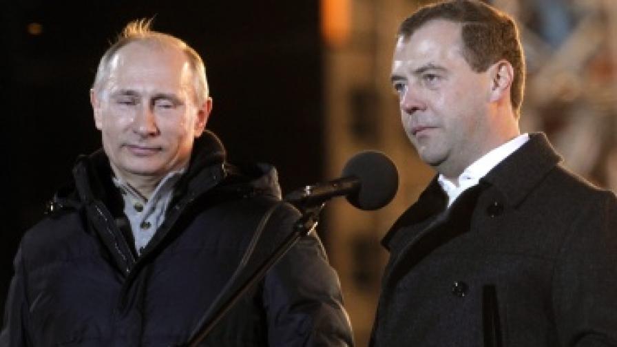 Путин и Медведев на площада