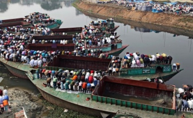 Ферибот с 200 души на борда потъна в Бангладеш