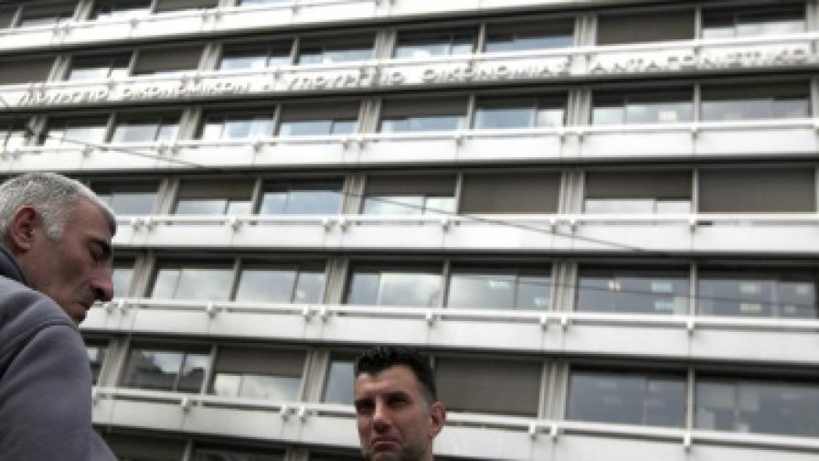 Гърция: Голяма чистка в министерствата