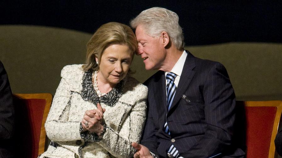 Кръстиха летище на Бил и Хилари Клинтън