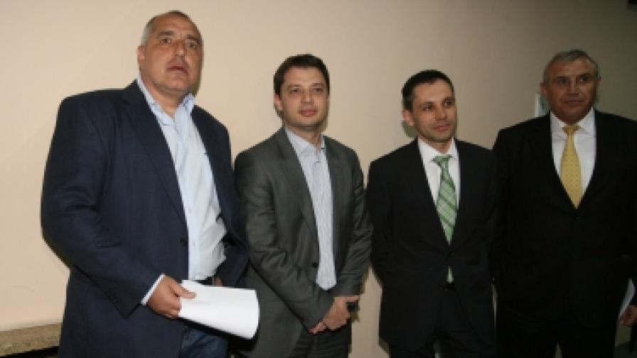 Борисов: Работниците си получават заплатите