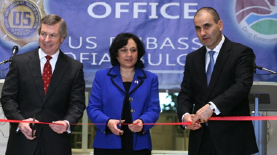 Откриха офис на американската агенция за борба с наркотиците ДЕА в България