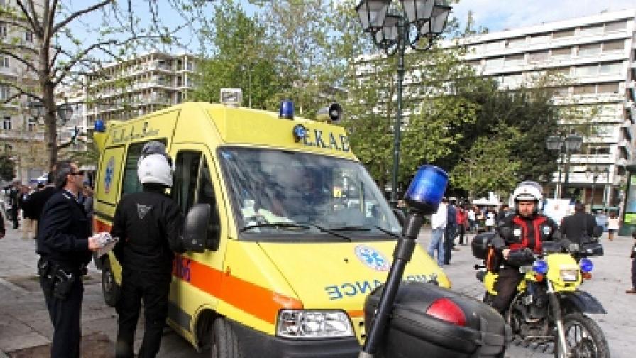 Възрастен мъж се самоуби в центъра на Атина, за да не рови в боклука