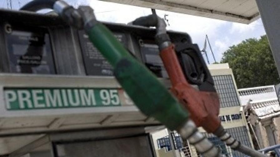 Рекордно скъпо гориво в Гърция