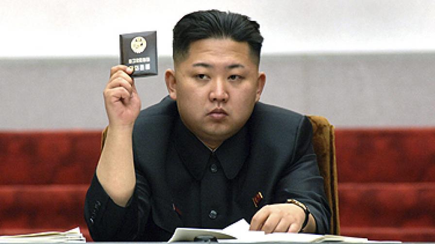 И без ракета в КНДР празнуват пищно