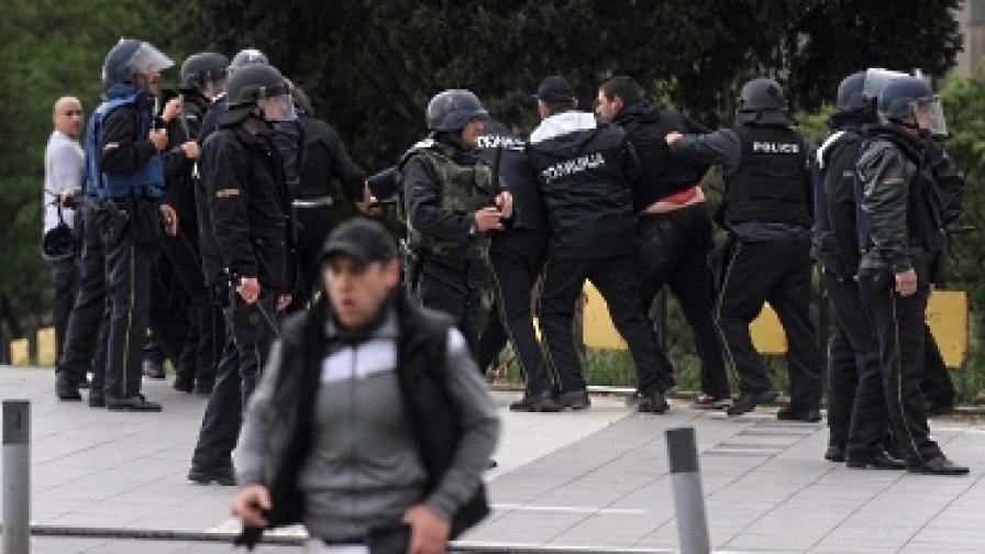 Кой би имал полза от война в Македония?