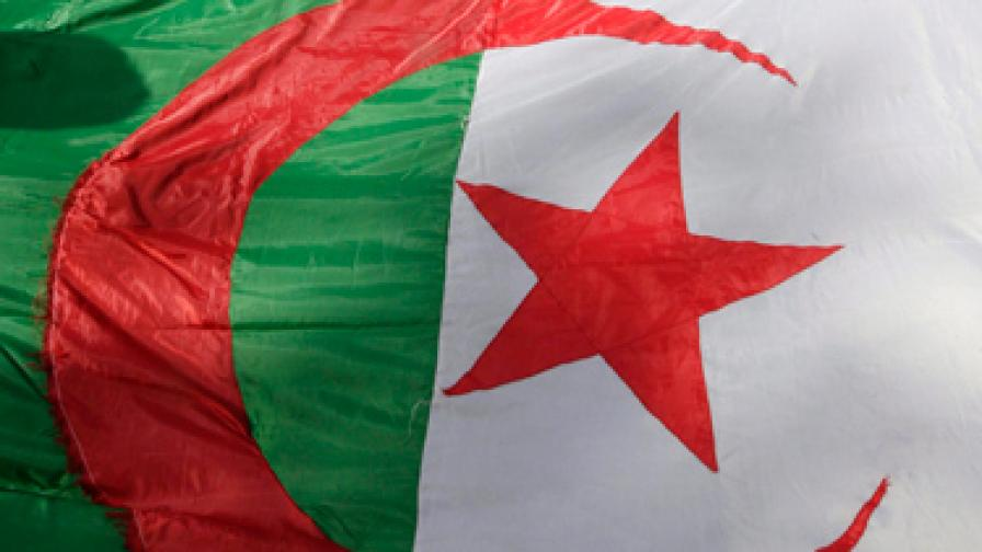 Сблъсъци в Алжир заради самозапалил се търговец