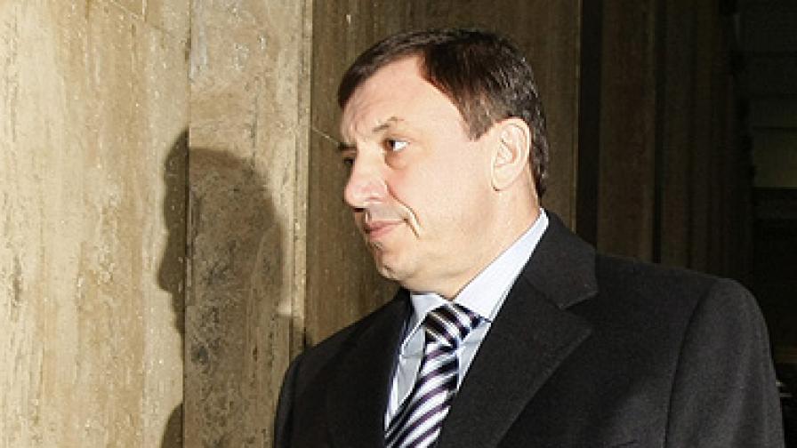 Алексей Петров се връща в ареста