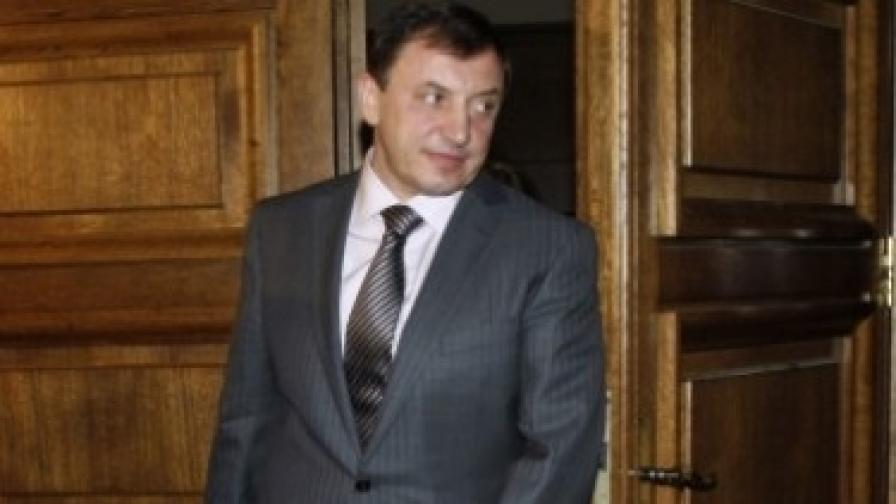Алексей Петров е подсъдим заедно с още петима по обвинения за организиране на престъпна група, рекет и изнудване