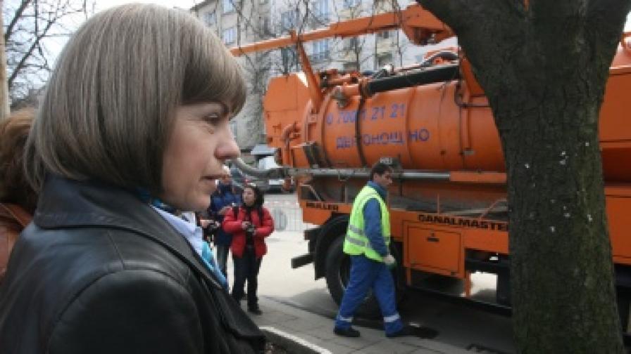 Фандъкова: Ще ремонтираме кварталните улички