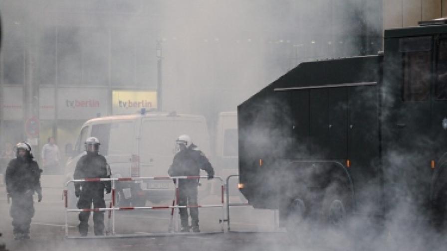Полицията в Берлин намери самоделни бомби по време на протест на левицата