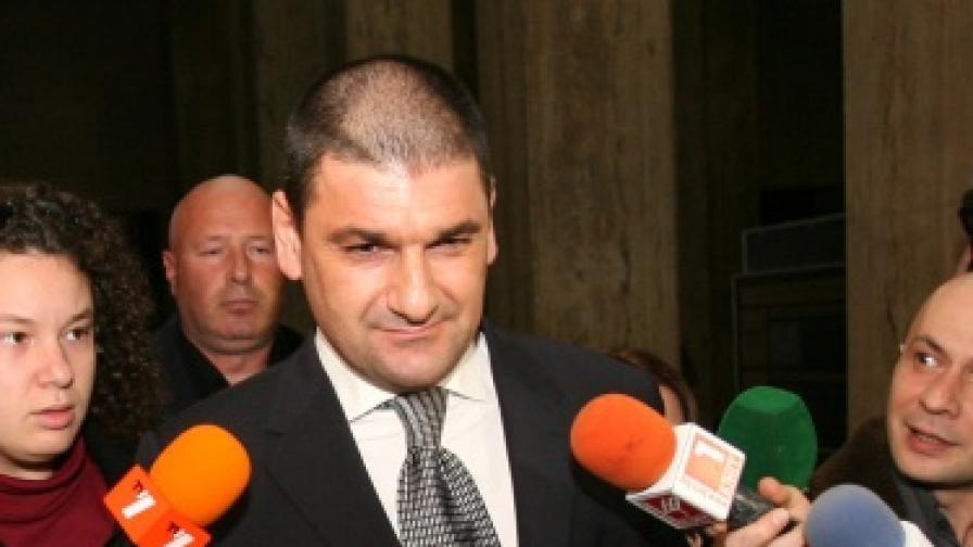 Арестуван е и Петър Петров - Амигоса
