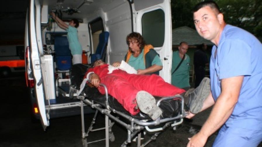 Трима са в неизвестност след взривовете край Петолъчката