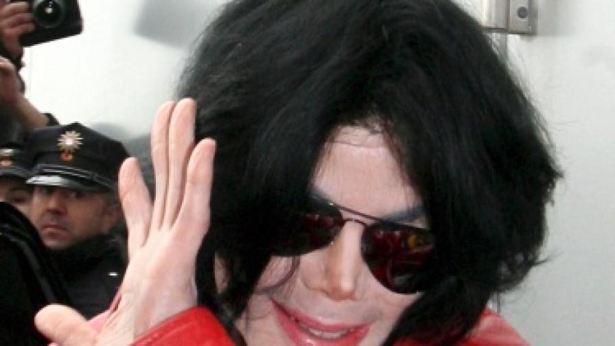 Бивша любовница иска $1 млрд. от наследството на Майкъл Джаксън