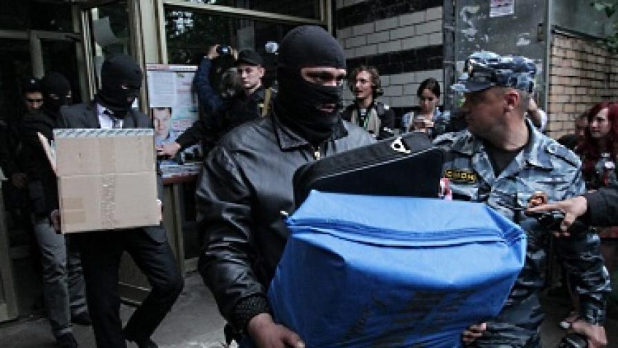 """""""Противодържавна литература"""" и над 1 млн. евро иззети от руски опозиционери"""
