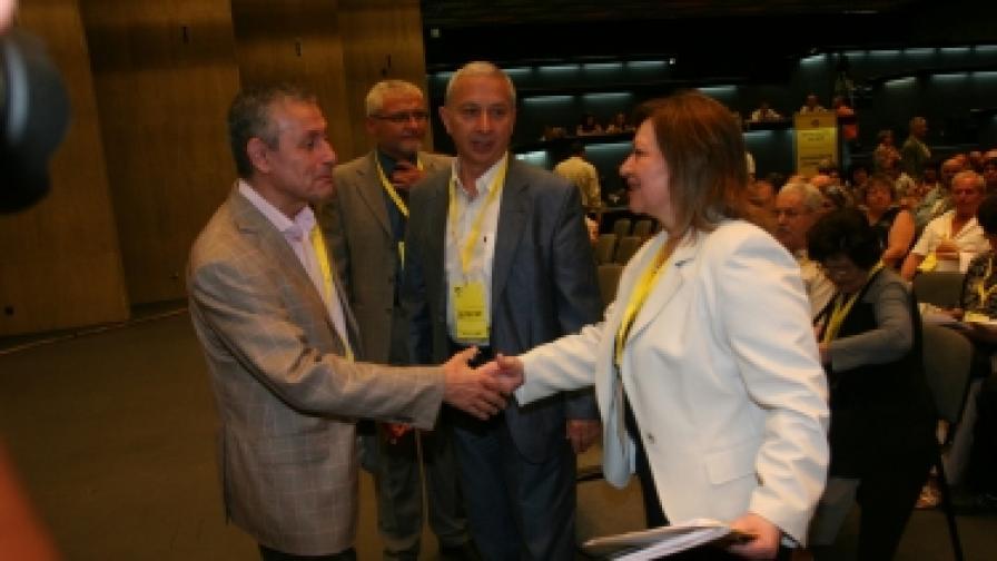 Соломон Паси (л), Огнян Герджиков (ц) и Христина Христова (д) на конгреса на НДСВ в НДК