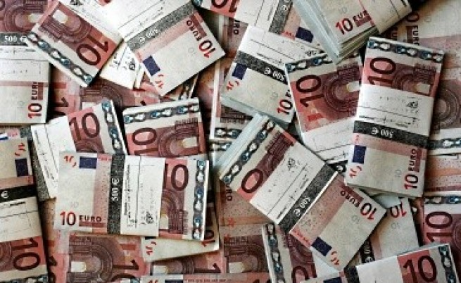 Иран запасен с валута заради санкциите на ЕС