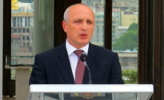 Грузинският премиер щял да раздава пари