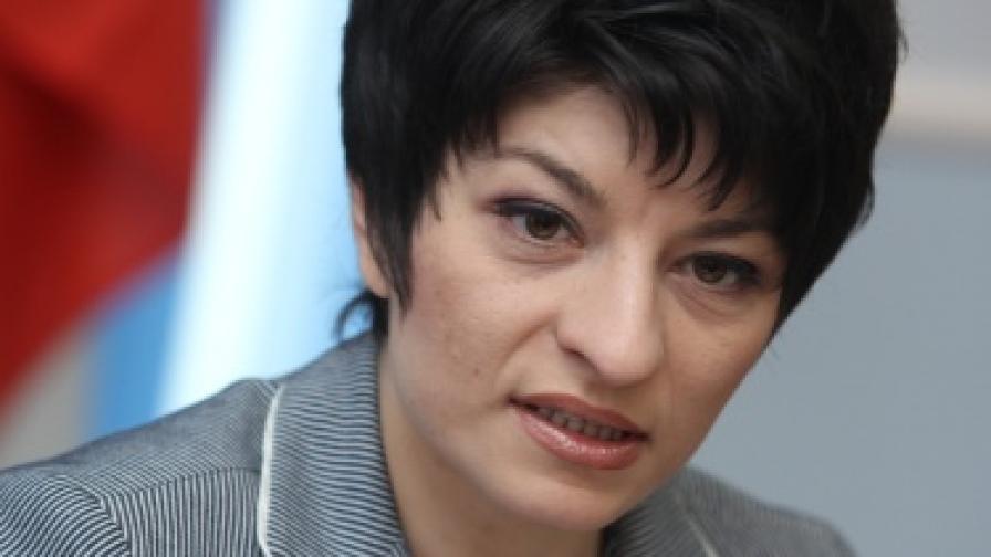 Д. Атанасова: С до 20% се вдигат заплатите на всички медици