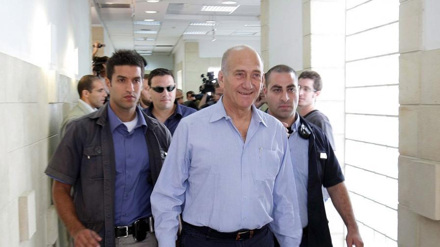 Ехуд Олмерт - осъден по едно, оправдан по две обвинения в корупция