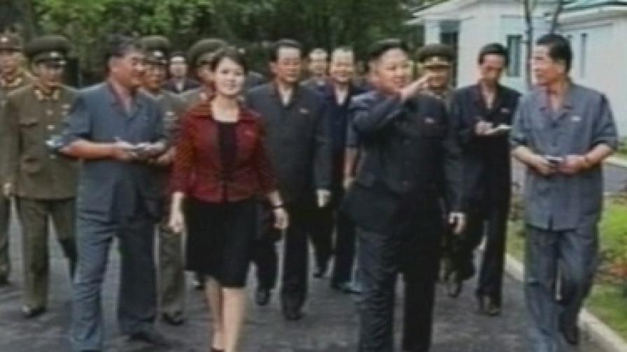 Разбулиха мистерията около тайнствената жена до Ким