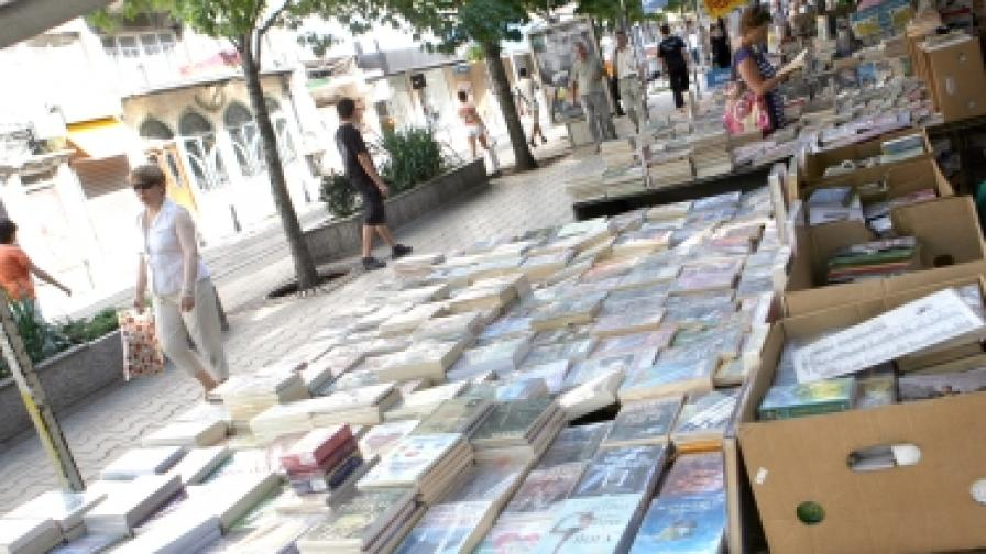 """Най-голямата книжарница в страната все още е на площад """"Славейков"""" в София"""