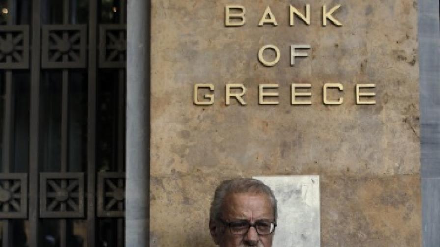 """""""Бедни"""" гърци с огромни банкови сметки в чужбина"""