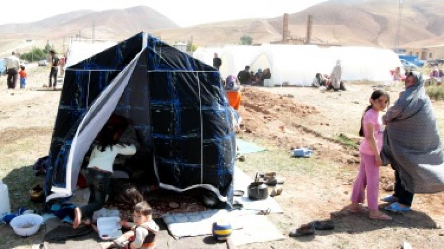 Иран се бори с последиците от земетресенията