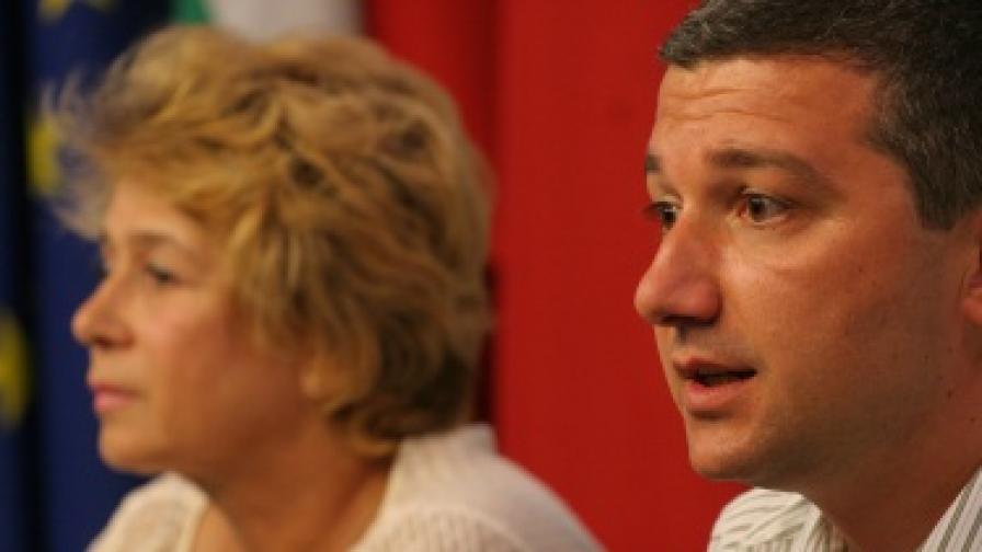 Депутатите от Коалиция за България Драгомир Стойнев и Емилия Масларова