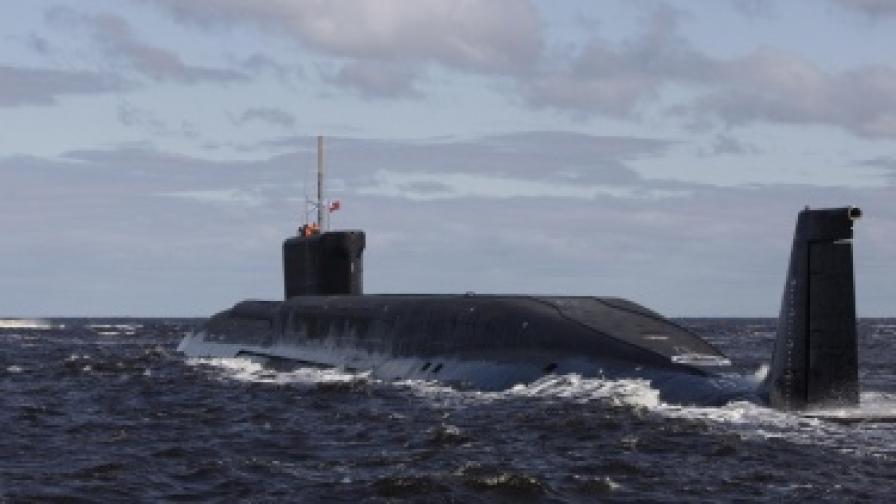 """Руски """"убийци на подводници"""" летят над три морета"""