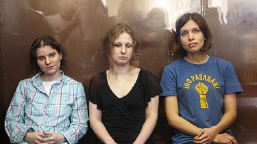 """""""Пуси райът"""": Екатерина (вляво), Мария (в средата) и Надежда (вдясно)"""