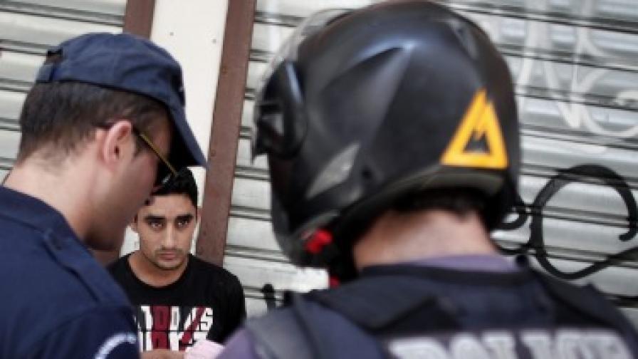 Полиция разчисти ромски бивак в Атина