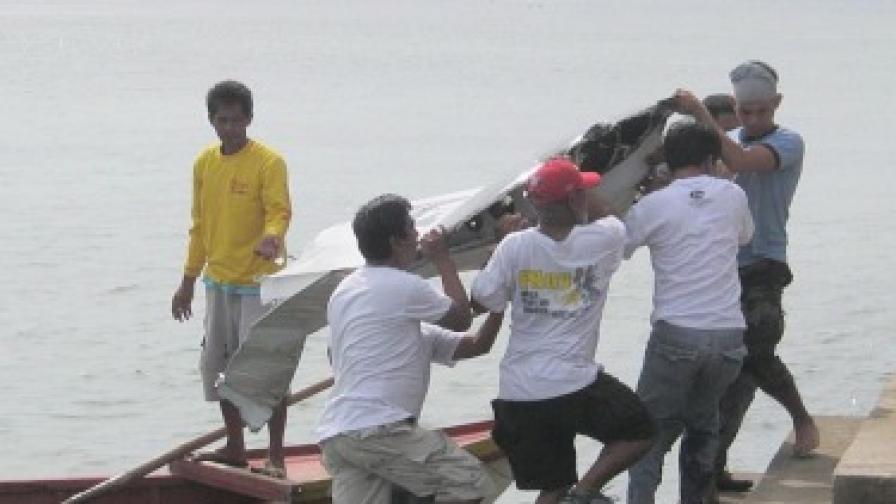 Стотици издирват филипинския вътрешен министър